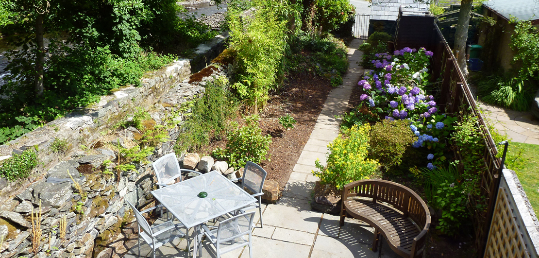 Holiday cottages in Snowdonia with private garden